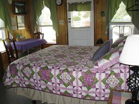 1 room, queen bed, kitchenette
